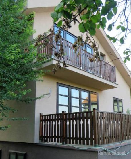 Продажа интересного 2-х этажного семейного дома в тихом, полном зелени районе Чуново, Братислава, Словакия.