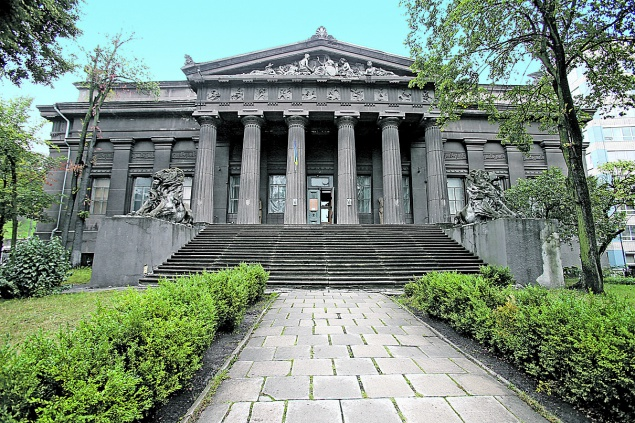 Европейская площадь. Исторический дом с лифтом