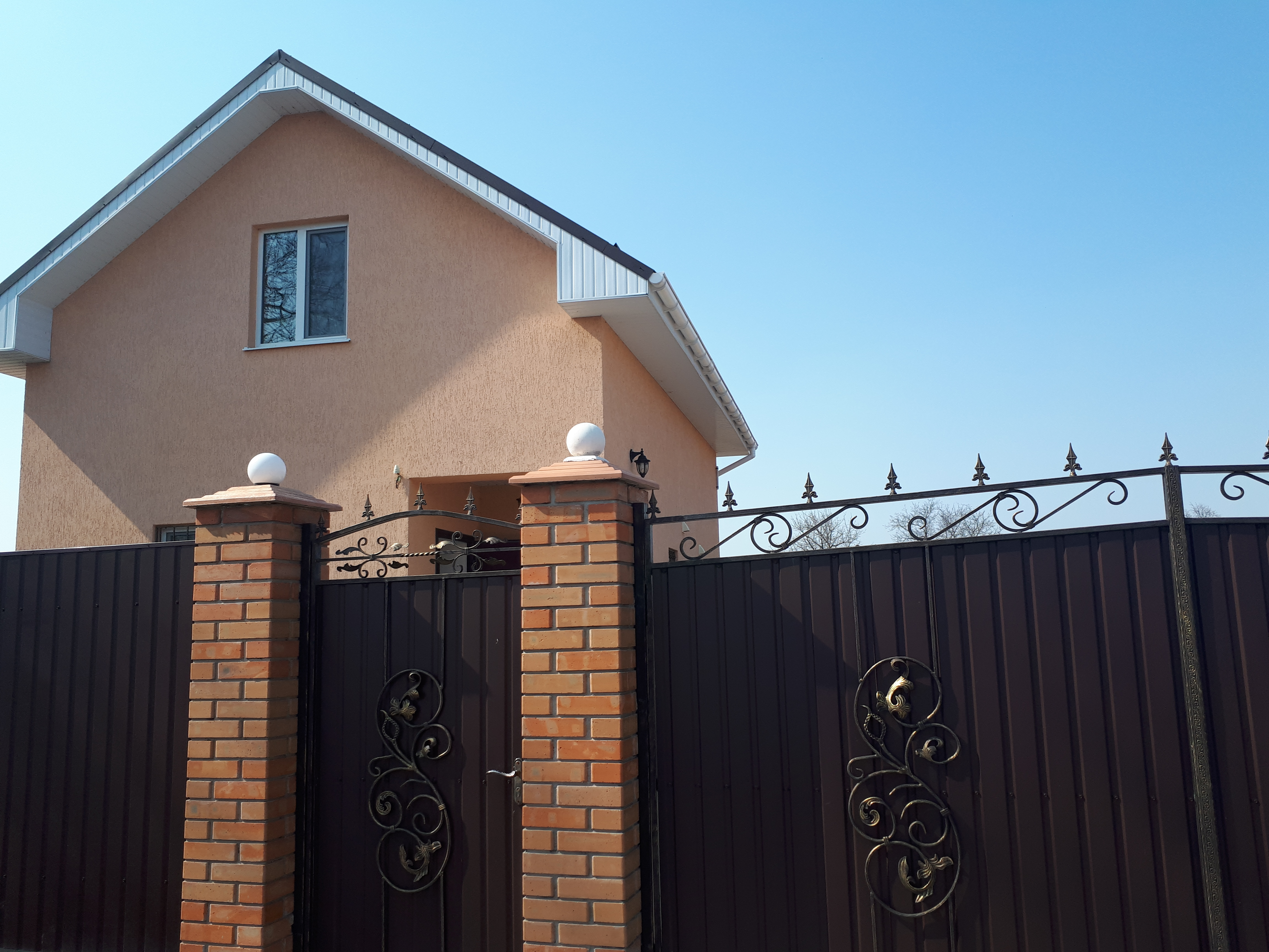 Продается капитальный дом в Морозовке