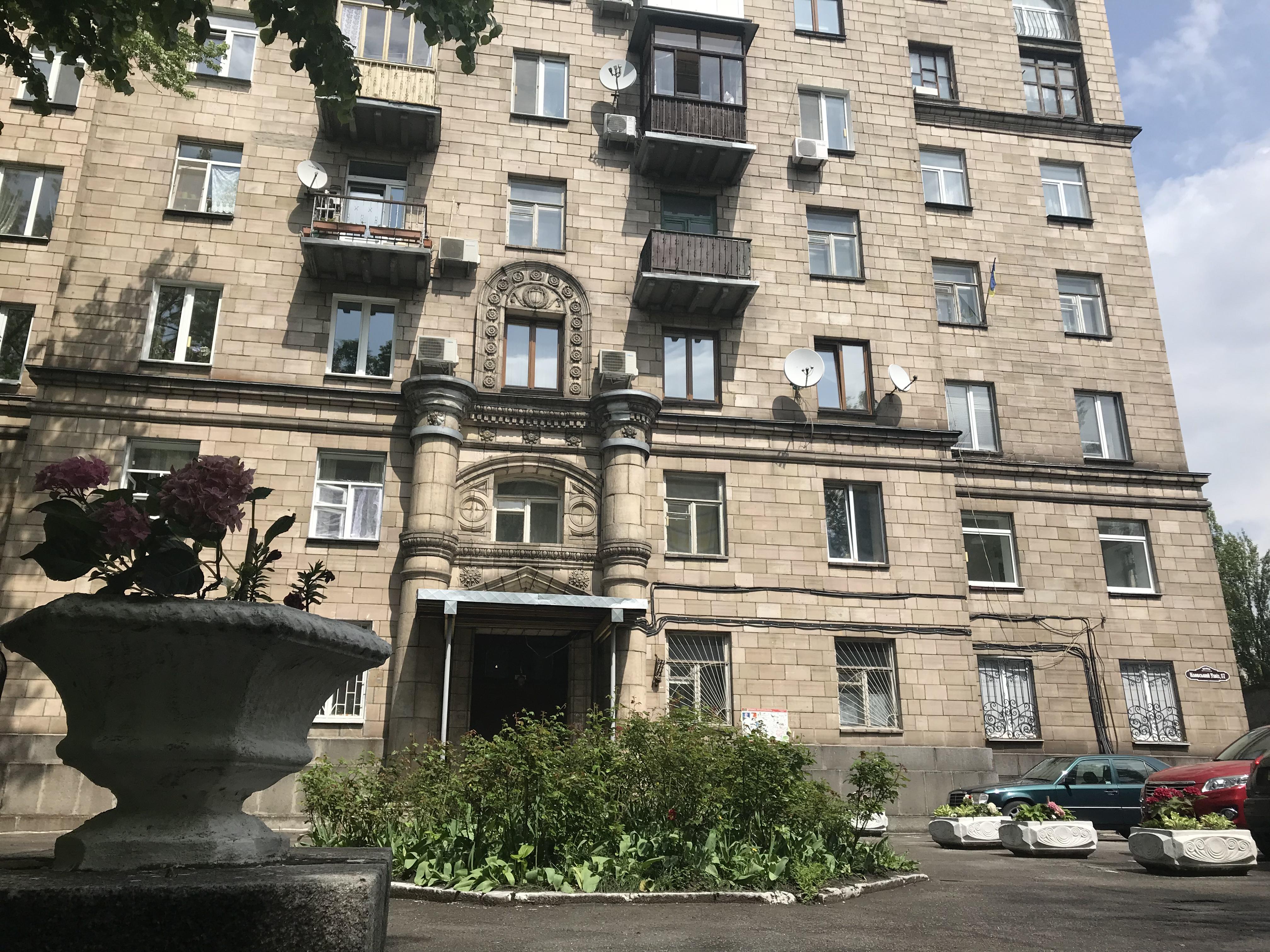 Кловский спуск 17, видовая трехкомнатная квартира.