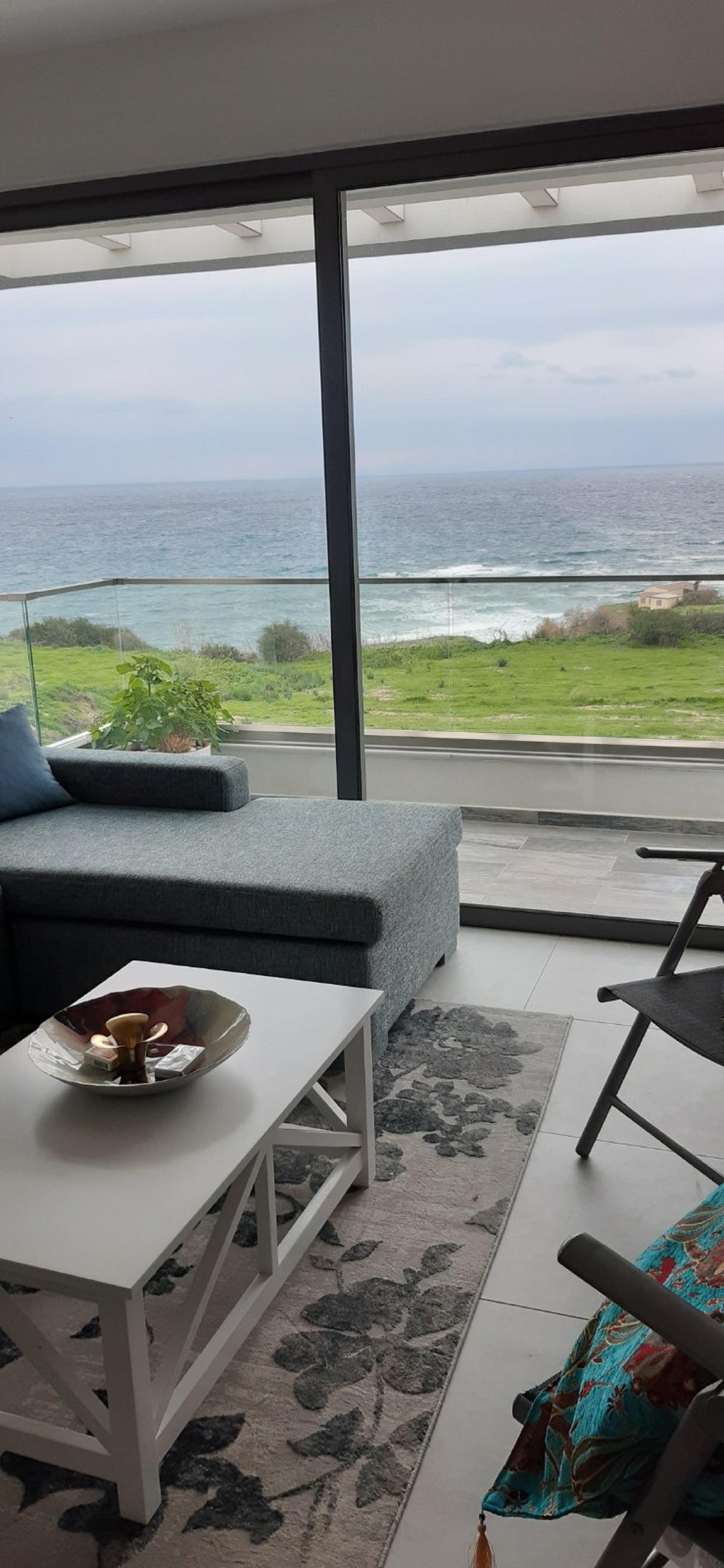 Кипр!  Шикарные апартаменты возле моря и в городе!